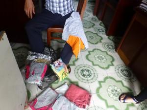 Kleider für die behinderten Kinder